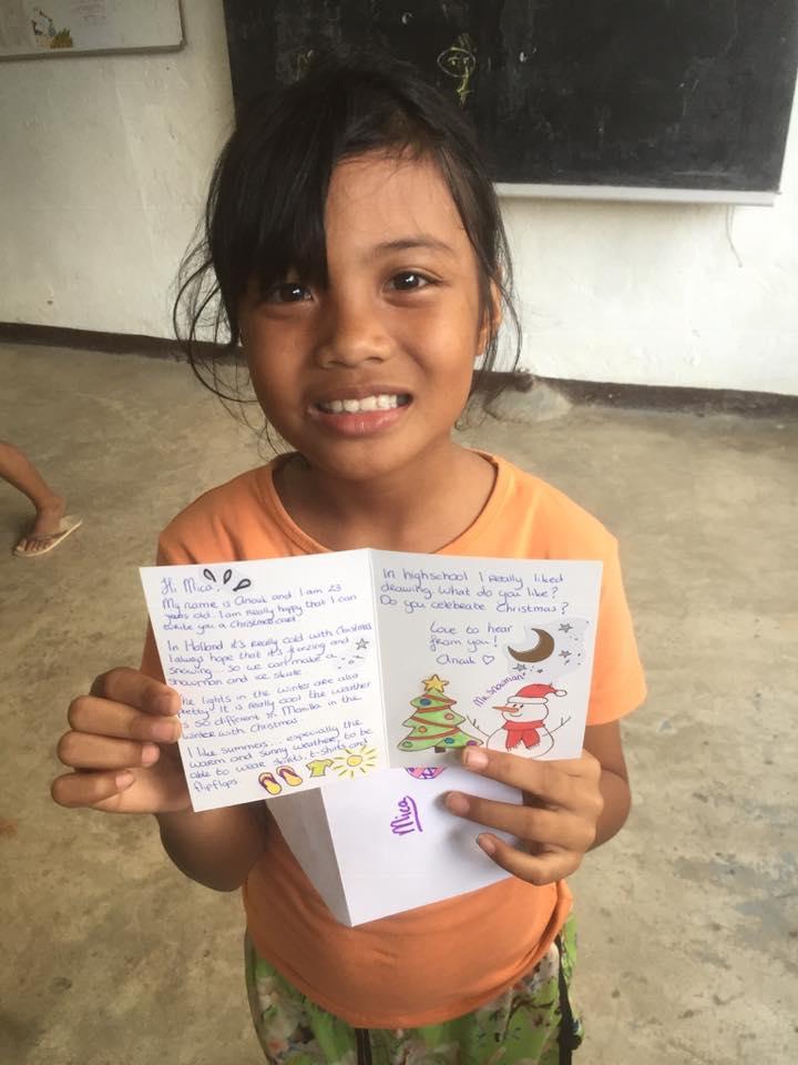 Kerstkaarten aan de kinderen van Bahay Aurora